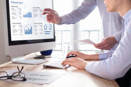 debtor finance companies reviewing cash flow statistics